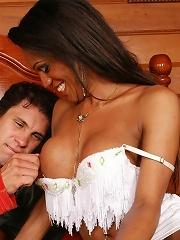 Awesome shemale Andryla enjoys a creamy facial
